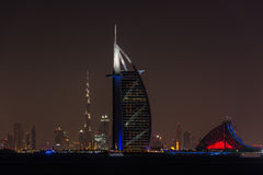 Al αραβικό Jumeirah Burj στην πόλη του Ντουμπάι τη νύχτα Στοκ φωτογραφία με δικαίωμα ελεύθερης χρήσης