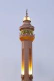 Al巴林的Fateh清真寺尖塔晚上时间的 库存图片