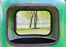 Al aire libre bote de basura Fotografía de archivo libre de regalías