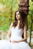 Mujer joven hermosa en vestido de boda Foto de archivo