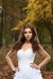 Mujer joven hermosa en vestido de boda fotografía de archivo libre de regalías