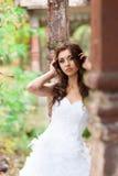 Mujer joven hermosa en vestido de boda Imagenes de archivo