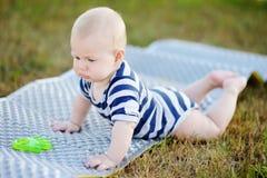 Al aire libre retrato del bebé Imagenes de archivo