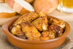 Al Ajillo - ali di Pollo di pollo dell'aglio Immagini Stock