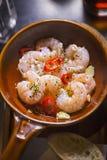Al Ajillo dei gamberi I gamberetti hanno cucinato in olio vergine con aglio ed i peperoncini rossi Immagine Stock Libera da Diritti