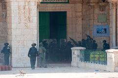 Al aqsa moskee. JERUSALEM, ISRAEL - OCT 08: Israeli military security officers shooting peppergas into the Al-aqsa mosque on the temple-square in Jerusalem Royalty Free Stock Photo