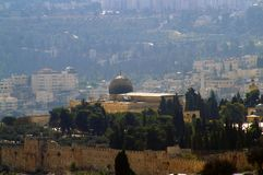 The Al-Aqsa mosque in the background of Jerusalem royalty free stock photos