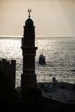 Al Bahr Minaret no por do sol, Jaffa Fotografia de Stock Royalty Free