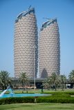 Al Bahr Towers in Abu Dhabi, Arabische Emirate stockfotos