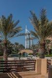Дубай, Объениненные Арабские Эмираты - 01/15/2019 - изумительный взгляд араба Al Burj, гостиницы 7 звезд, взгляда от Souk Madinat стоковые изображения rf