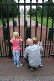 Al cancello Fotografia Stock