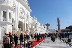 Al complesso dorato del tempio a Amritsar Fotografia Stock