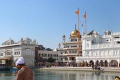 Al complesso dorato del tempio a Amritsar Immagine Stock