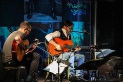 Al Di Meola-Ausführung Live auf dem Kijow Mittestadium in Krakau, Polen lizenzfreies stockfoto