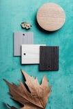 Al di sopra pianamente disposizione degli elementi di interior design per un umore di autunno Fotografia Stock