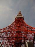 Al di sotto della struttura alta della torre di Tokyo Fotografie Stock