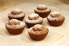 Al forno nei muffin del forno Fotografia Stock Libera da Diritti