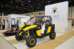 Al Forsan Desert Vehicles an Abu Dhabi International Hunting und an der Reiterausstellung (ADIHEX) Lizenzfreie Stockbilder