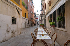 Al fresco dining setting in Venice Stock Photography