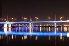 Al Garhoud Bridge en la noche, Dubai Foto de archivo