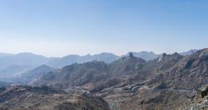 Al Hada山在Taif市,沙特阿拉伯有山和Al Hada路美丽的景色在山之间 库存照片