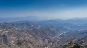Al Hada Mountain i den Taif staden, Saudiarabien med härlig sikt av den berg- och Al Hada vägen inbetween bergen arkivbilder