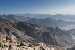 Al Hada Mountain i den Taif staden, Saudiarabien med härlig sikt av den berg- och Al Hada vägen inbetween bergen Arkivbild