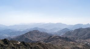 Al Hada Mountain in Taif-Stadt, Saudi-Arabien mit schöner Ansicht der Gebirgs- und Al Hada-Straße zwischen den Bergen lizenzfreies stockbild