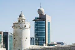 Al Hosn堡垒和Etisalat大厦 免版税库存图片