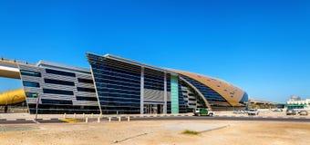 Al Jafiliya Metro Station op de Rode Lijn Stock Foto's
