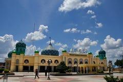 Al Karomah Great Mosque det huvudsakliga st?llet av dyrkan f?r muselmaner i staden av Banjarbaru royaltyfri foto