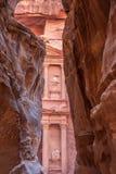 Al-Khazneh célèbre ou trésor de tombe dans PETRA Photos libres de droits