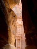 Al Khazneh eller kassan på Petra, Jordanien-- det är ett symbol av Jordanien såväl som Jordanien mest-besökte turist- dragning arkivfoto
