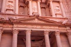 Al-Khazneh famoso o Hacienda de la tumba en el Petra Foto de archivo libre de regalías