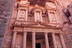 Al-Khazneh famoso o Hacienda de la tumba en el Petra Imagen de archivo libre de regalías