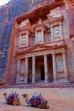 Al Khazneh i den forntida staden av Petra, Jordanien Det är bekant som kassan Petra har lett till dess beteckning som ett UNESCOv arkivfoton