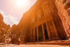 Al Khazneh - kassan, forntida stad av Petra, Jordanien arkivbild