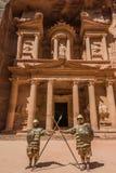 Al Khazneh lub skarbiec w nabatean mieście petra Jordan Zdjęcie Royalty Free