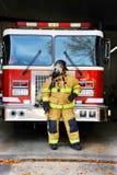 Al lado del Firetruck Fotografía de archivo libre de regalías