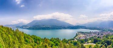 Al Lago do lago Caldonazzo e do Calceranica em Trentino Foto de Stock
