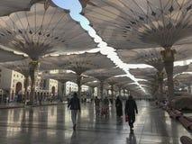 AL MADINAH, ЖИТЕЛЬ САУДОВСКОЙ АРАВИИ АРАВИЯ 20-ОЕ ЯНВАРЯ 2018: неопознанные мусульмане Стоковые Фото