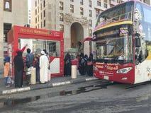 AL MADINAH, SAOEDI-ARABISCH 18 ARABIË-JANUARI, 2018: Niet geïdentificeerde mensen Royalty-vrije Stock Foto's