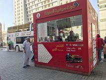AL MADINAH, SAUDI ARABIEN 18. JANUAR 2018: Ein Hopfen auf Hopfen weg vom Bus Stockfoto