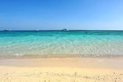 AL-MAHMYA海岛,埃及- 2013年10月17日:AlMahmya是有天堂海滩和埃及的大旅游胜地的一个国家公园 库存图片