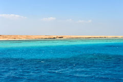 AL-MAHMYA海岛,埃及- 2013年10月17日:AlMahmya是有天堂海滩和埃及的大旅游胜地的一个国家公园 免版税库存图片