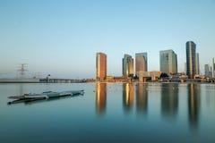 Al Maryah Island-Skyline an der Dämmerung Abu Dhabi, Vereinigte Arabische Emirate Stockfotos