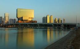 Al Maryah Island-Skyline an der Dämmerung Abu Dhabi, Vereinigte Arabische Emirate Stockbild