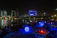 Al Maryah Island-Skyline an der Dämmerung Abu Dhabi, Vereinigte Arabische Emirate Lizenzfreie Stockfotos