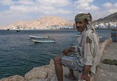 AL MUKALLA, jemenitischer Fischer des JEMENS am 4. April 2007 - durch Hafen Stockbild