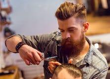 Al negozio di barbiere fotografie stock libere da diritti